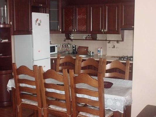 3-комнатная квартира посуточно в Трускавце. ул. С. Крушельницкой, 8. Фото 1