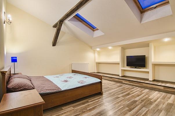 2-комнатная квартира посуточно в Львове. Галицкий район, ул. П. Дорошенко, 64. Фото 1