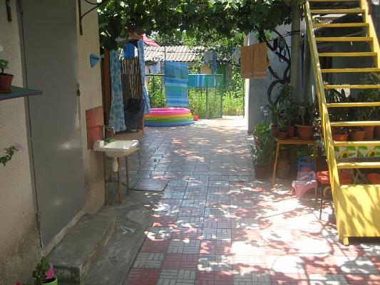Дом  посуточно в Одессе. Суворовский район, ул. Шестакова, 10а. Фото 1