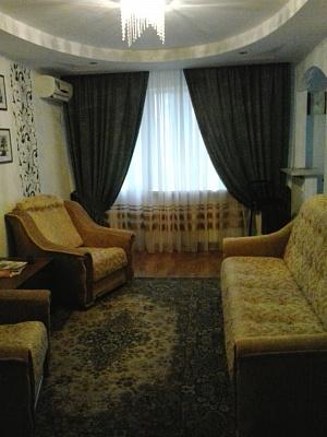 2-комнатная квартира посуточно в Житомире. ул. Киевская, 102. Фото 1