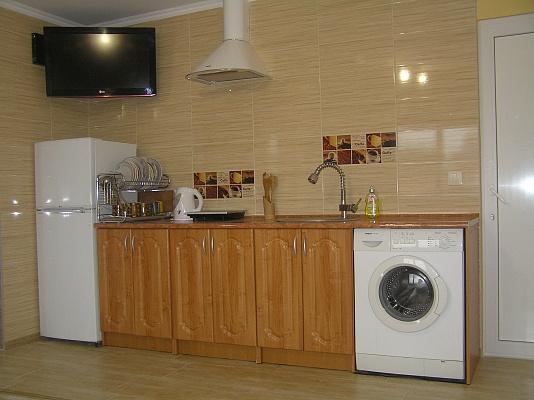 2-комнатная квартира посуточно в Черновцах. Первомайский район, ул. Кишеневская, 84. Фото 1
