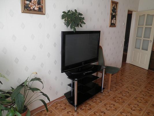 2-комнатная квартира посуточно в Алуште. ул. Кипарисная, 2. Фото 1