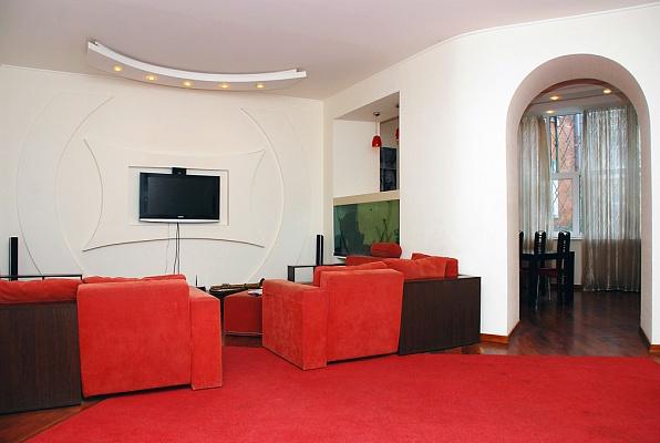 4-комнатная квартира посуточно в Киеве. Печерский район, ул. Шота Руставели, 20. Фото 1