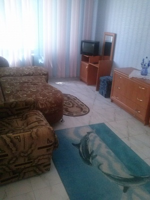 2-комнатная квартира посуточно в Херсоне. Днепровский район, ул. 295-й Стрелковой дивизии, 8. Фото 1