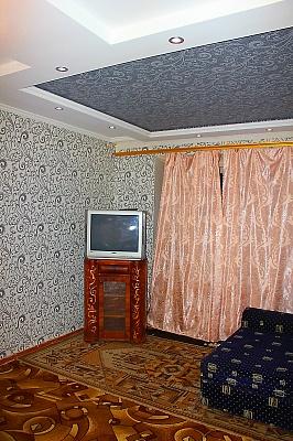 2-комнатная квартира посуточно в Запорожье. Орджоникидзевский район, ул. Яценко, 16. Фото 1