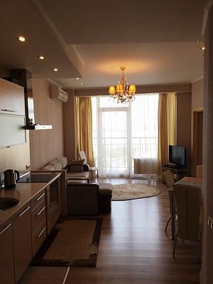 3-комнатная квартира посуточно в Днепропетровске. Бабушкинский район, ул. Глинки, 2. Фото 1