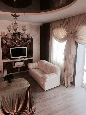 2-комнатная квартира посуточно в Днепропетровске. Кировский район, ул. Фрунзе, 4. Фото 1