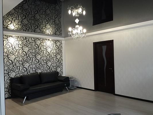 2-комнатная квартира посуточно в Днепропетровске. Бабушкинский район, ул. Воскресенская (Ленина), 12. Фото 1