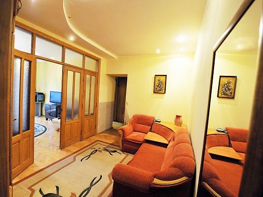 2-комнатная квартира посуточно в Львове. Галицкий район, ул. Гнатюка, 3. Фото 1