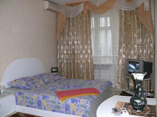 1-комнатная квартира посуточно в Херсоне. Суворовский район, пр-т Ушакова, 66. Фото 1