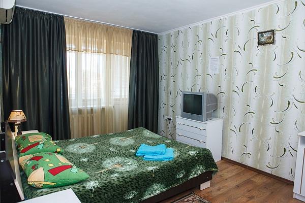 1-комнатная квартира посуточно в Симферополе. Центральный район, ул. Севастопольская, 32. Фото 1