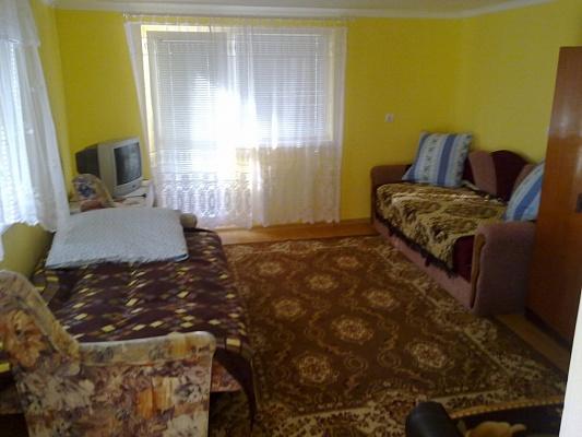 1-комнатная квартира посуточно в Берегово. ул.Михаила Томпы, 11. Фото 1