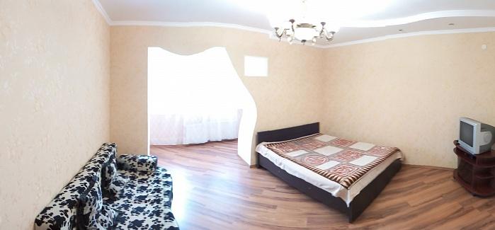 1-комнатная квартира посуточно в Каменце-Подольском. ул. Князей Кориатовичей, 25. Фото 1