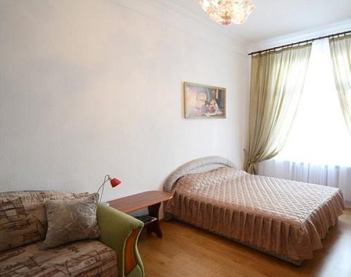 1-комнатная квартира посуточно в Киеве. Печерский район, Крещатик , 29. Фото 1