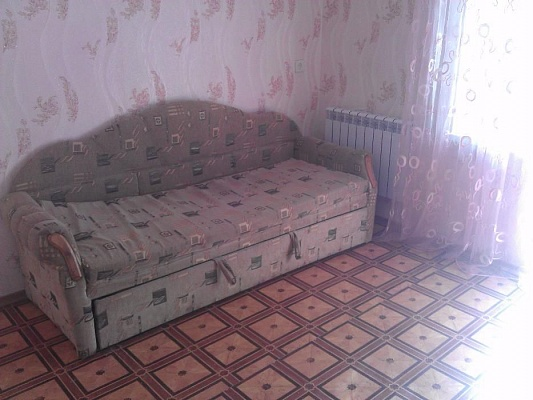 1-комнатная квартира посуточно в Изюме. пр-т Независимости (Ленина), 49. Фото 1