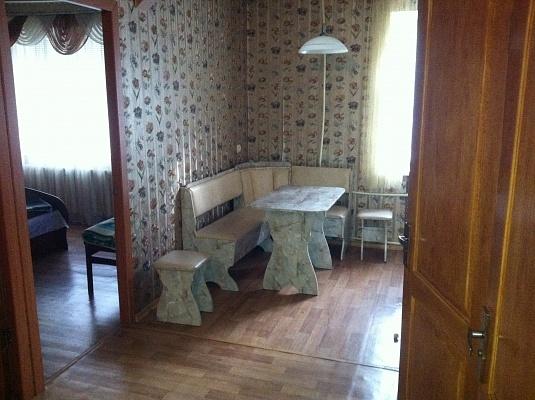 2-комнатная квартира посуточно в Днепродзержинске. пр-т Василя Стуса (Комсомольский), 27. Фото 1