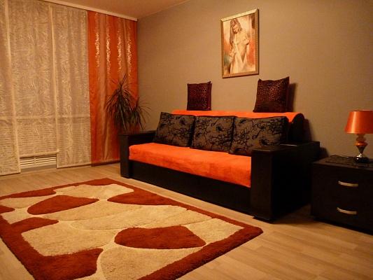 1-комнатная квартира посуточно в Хмельницком. ул. Соборная, 16. Фото 1