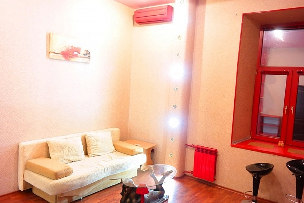 2-комнатная квартира посуточно в Киеве. Голосеевский район, ул. Саксаганского, 43. Фото 1