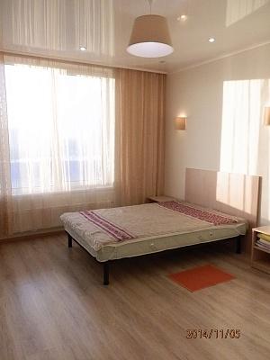 1-комнатная квартира посуточно в Киеве. Оболонский район, Богатырская улица, 6. Фото 1