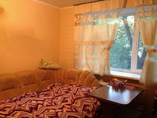 1-комнатная квартира посуточно в Ильичёвске. ул. Александрийская, 20. Фото 1