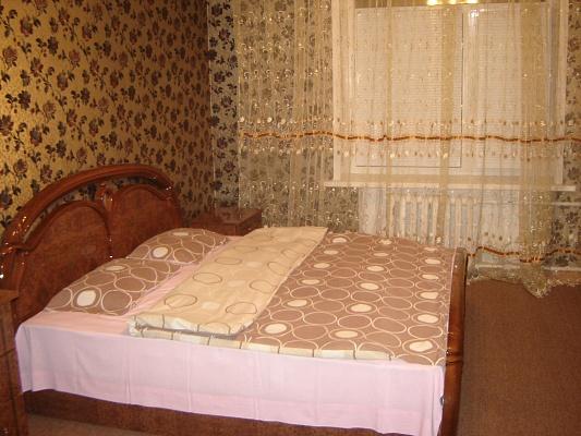 2-комнатная квартира посуточно в Запорожье. Орджоникидзевский район, ул. Л.Жаботинского (Правды), 5-А. Фото 1