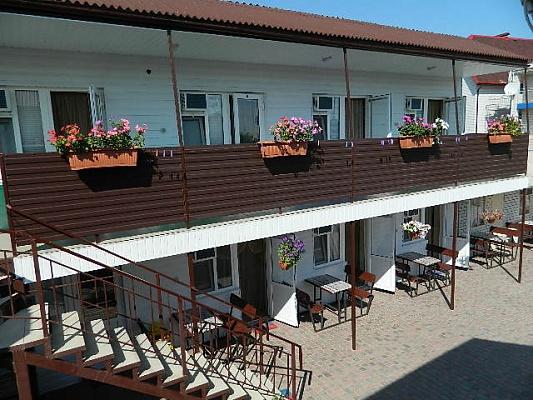 Мини-отель  посуточно в Кирилловке. ул. Калинина, 73. Фото 1