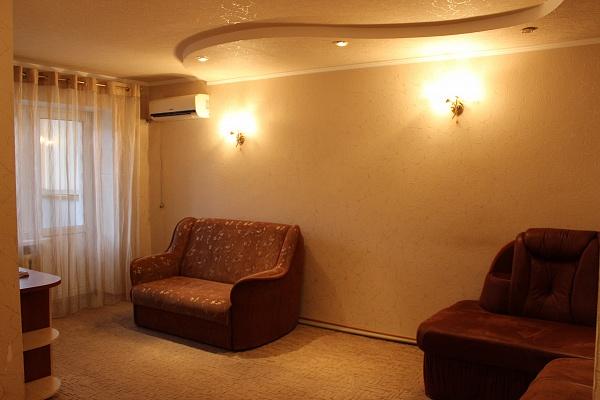 1-комнатная квартира посуточно в Артемовске. ул. Независимости, 55. Фото 1