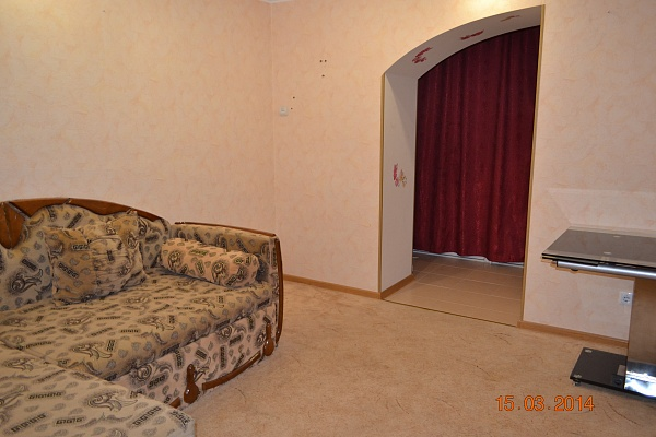 2-комнатная квартира посуточно в Бердянске. ул. Мичурина, 79. Фото 1