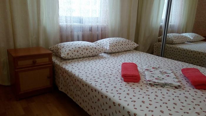 2-комнатная квартира посуточно в Киеве. Дарницкий район, ул. Урловская, 34. Фото 1