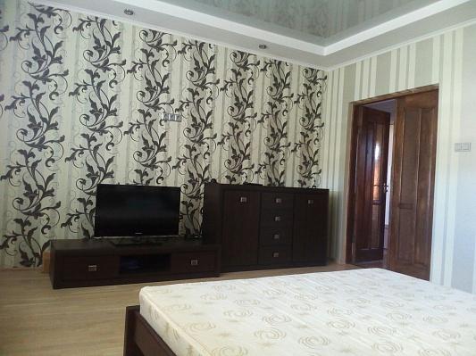 2-комнатная квартира посуточно в Ивано-Франковске. ул. Хотинская, 12. Фото 1