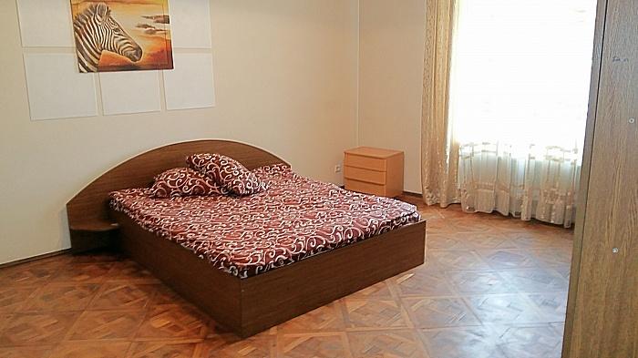 3-комнатная квартира посуточно в Львове. Галицкий район, ул. Остапа Нижанковского, 7. Фото 1