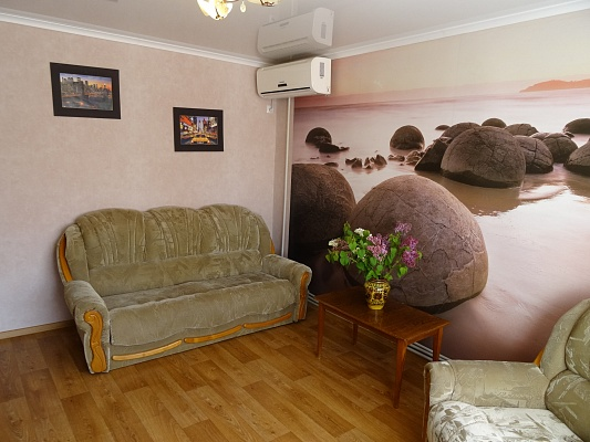 2-комнатная квартира посуточно в Севастополе. Гагаринский район, ул. Адмирала Фадеева, 21. Фото 1