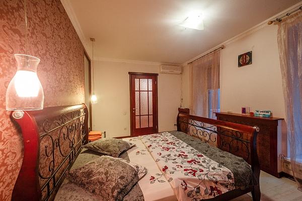 3-комнатная квартира посуточно в Одессе. Приморский район, ул. Дерибасовская, 19. Фото 1