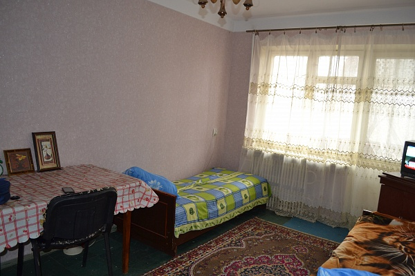 1-комнатная квартира посуточно в Днепродзержинске. матросова, 72. Фото 1
