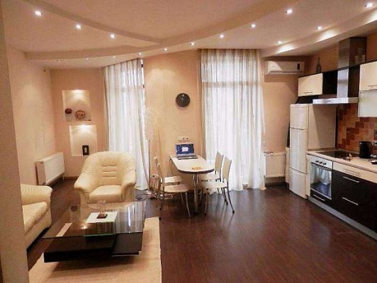 1-комнатная квартира посуточно в Одессе. Приморский район, ул. Тенистая, 9\12. Фото 1