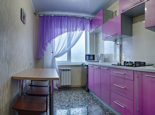 2-комнатная квартира посуточно в Мариуполе. ул. Мира (Ленина), 97. Фото 1