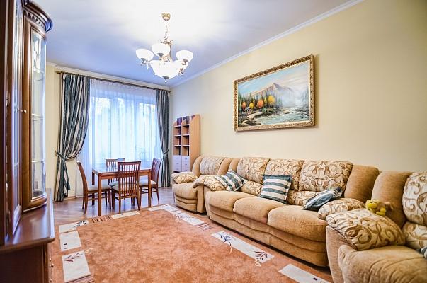 3-комнатная квартира посуточно в Львове. Галицкий район, ул. Дорошенко, 57. Фото 1