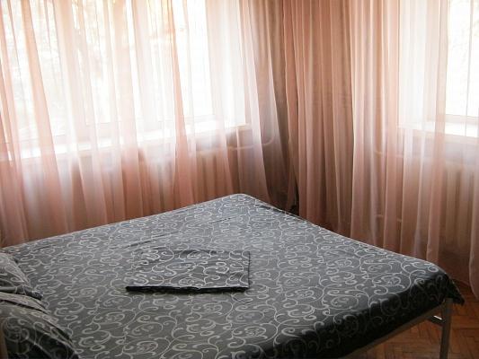 2-комнатная квартира посуточно в Донецке. Ворошиловский район, пл. Конституции, 6. Фото 1