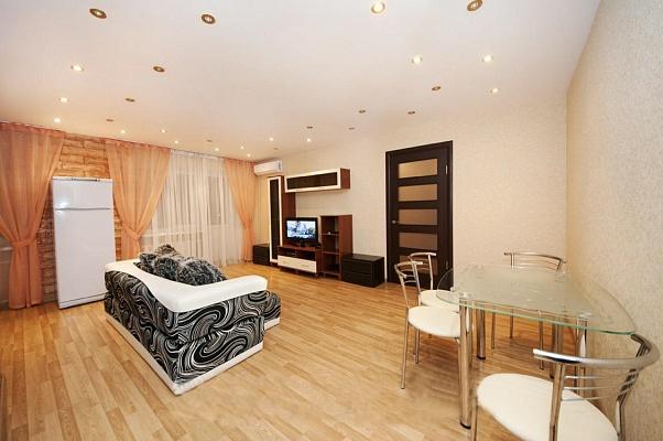 2-комнатная квартира посуточно в Донецке. Ворошиловский район, пр-т Ильича, 2. Фото 1
