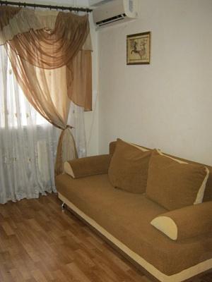 1-комнатная квартира посуточно в Донецке. Ворошиловский район, пл. Конституции, 6. Фото 1