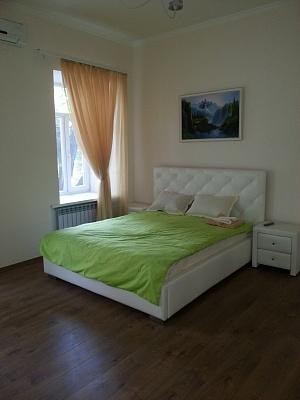 4-комнатная квартира посуточно в Одессе. Приморский район, ул. Пастера, 42. Фото 1