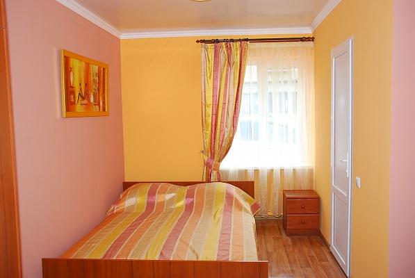 1-комнатная квартира посуточно в Одессе. Киевский район, ул. Чубаевская, 6. Фото 1