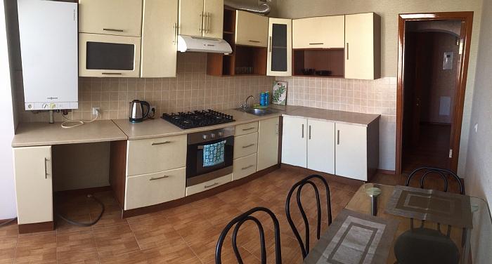 3-комнатная квартира посуточно в Хмельницком. ул. Шевченко, 11. Фото 1