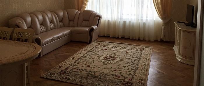 2-комнатная квартира посуточно в Ужгороде. ул. Гоголя, 18. Фото 1