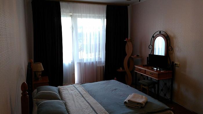 1-комнатная квартира посуточно в Белой Церкви. ул. Героев Крут (Комсомольская), 54. Фото 1