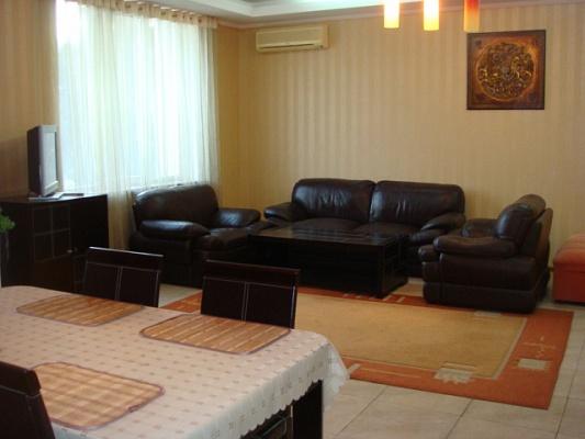 2-комнатная квартира посуточно в Ялте. ул. Боткинская, 13. Фото 1