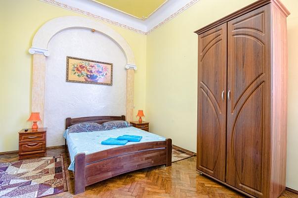 1-комнатная квартира посуточно в Львове. Галицкий район, ул. Б. Хмельницкого, 23. Фото 1