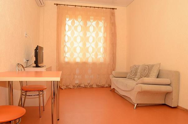 2-комнатная квартира посуточно в Одессе. Приморский район, ул. Генуэзская, 24. Фото 1