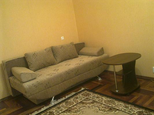 1-комнатная квартира посуточно в Запорожье. Жовтневый район, ул. Героев Сталинграда, 25. Фото 1