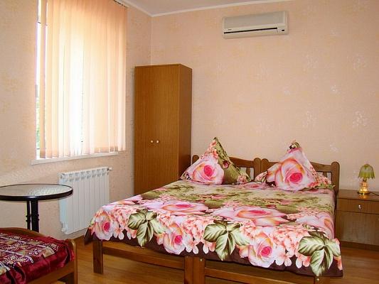 Мини-отель  посуточно в Бердянске. ул. Толстого, 135. Фото 1